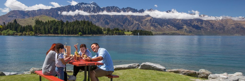 Family in Queenstown, New Zealand guided tour